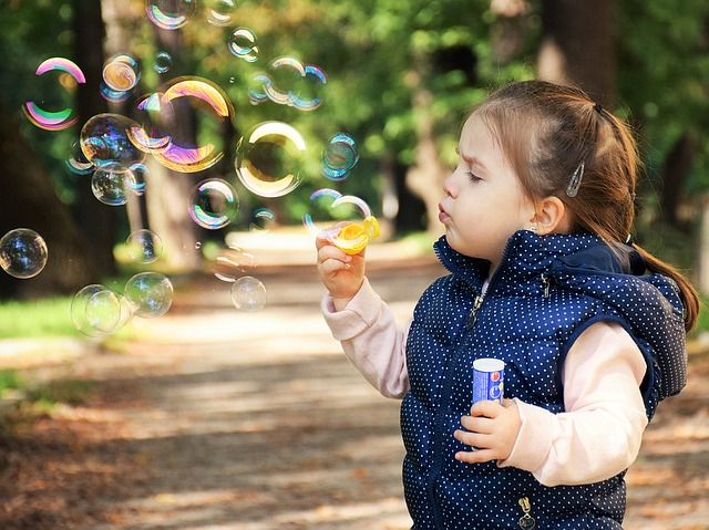 foukání bublin