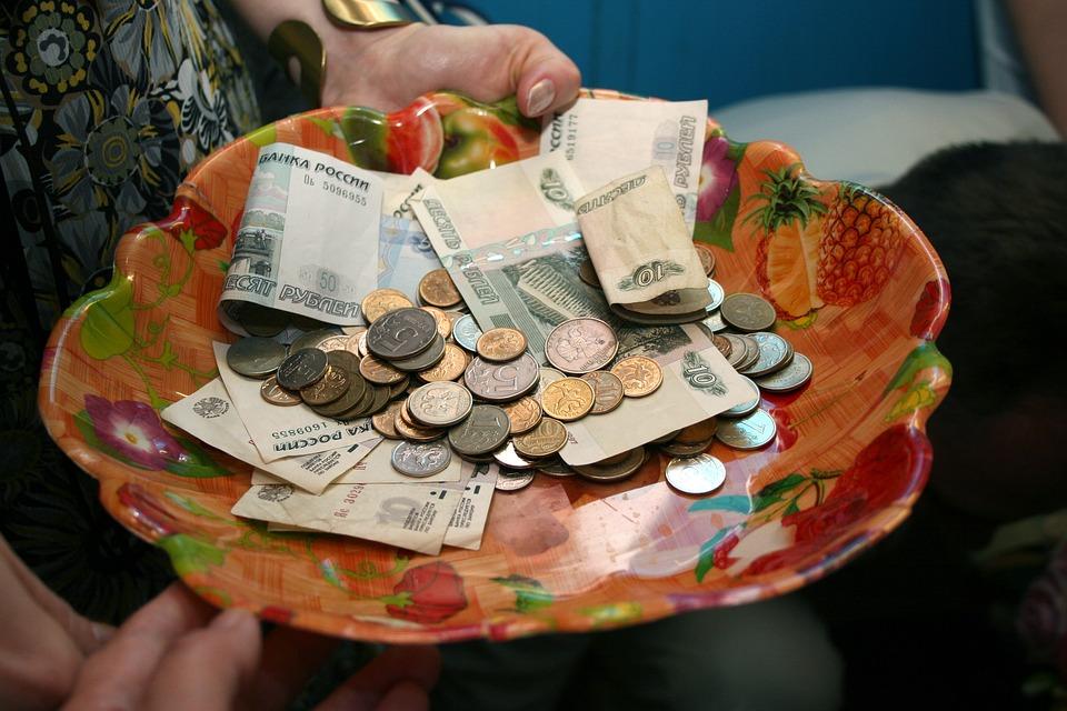 mísa s penězi